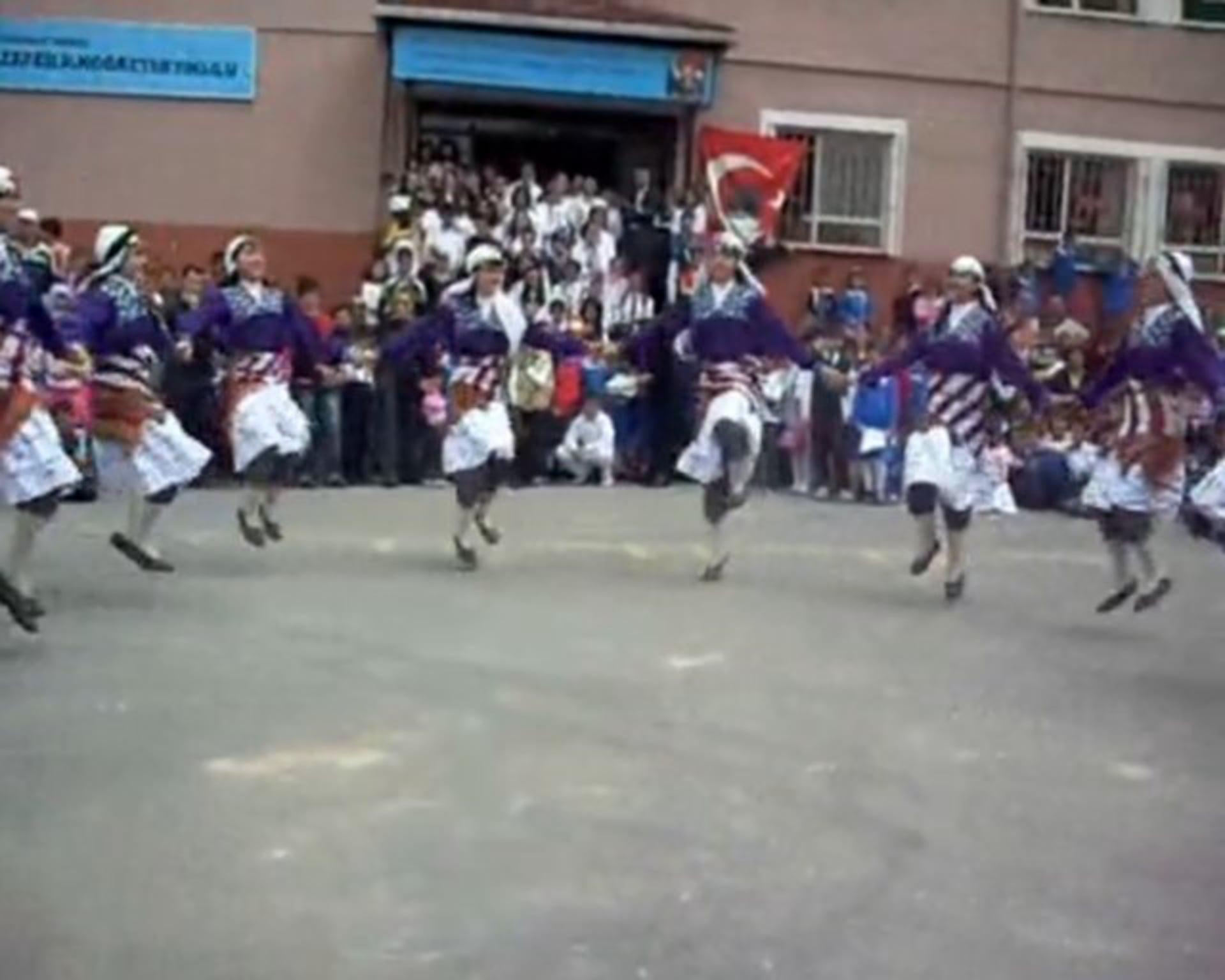 Gebze Zafer İÖO Halk Oyunları Ekibi 23 Nisan Gösterisi